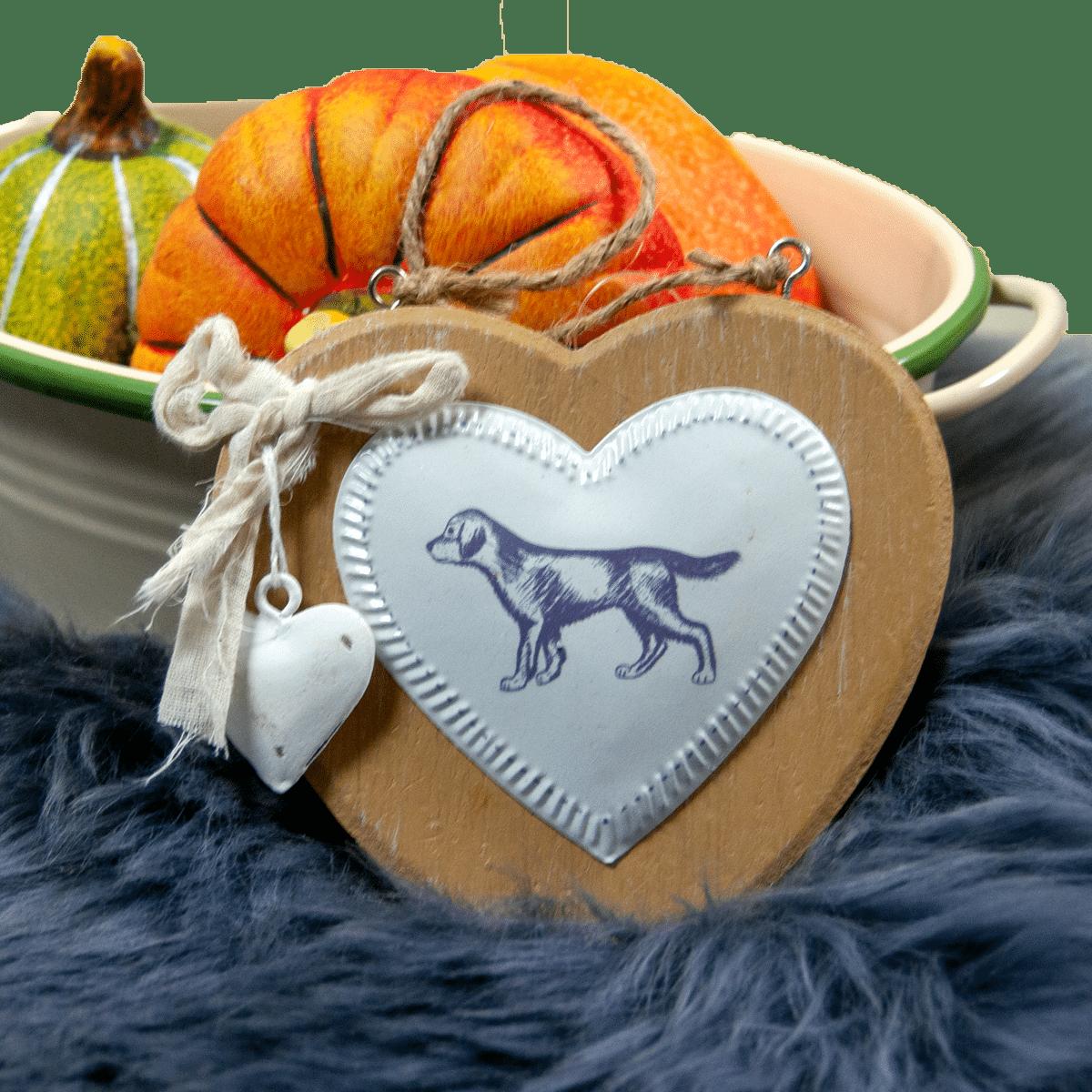 Trähjärta med en hund- present till hundägaren