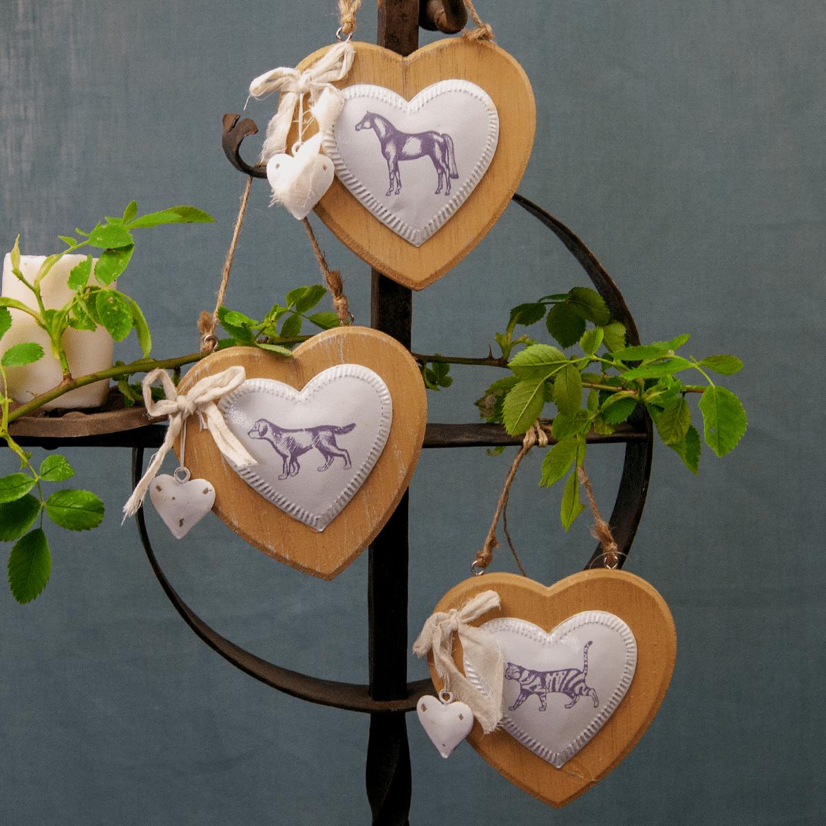 Dekorationshjärtan i trä med lantlig stil