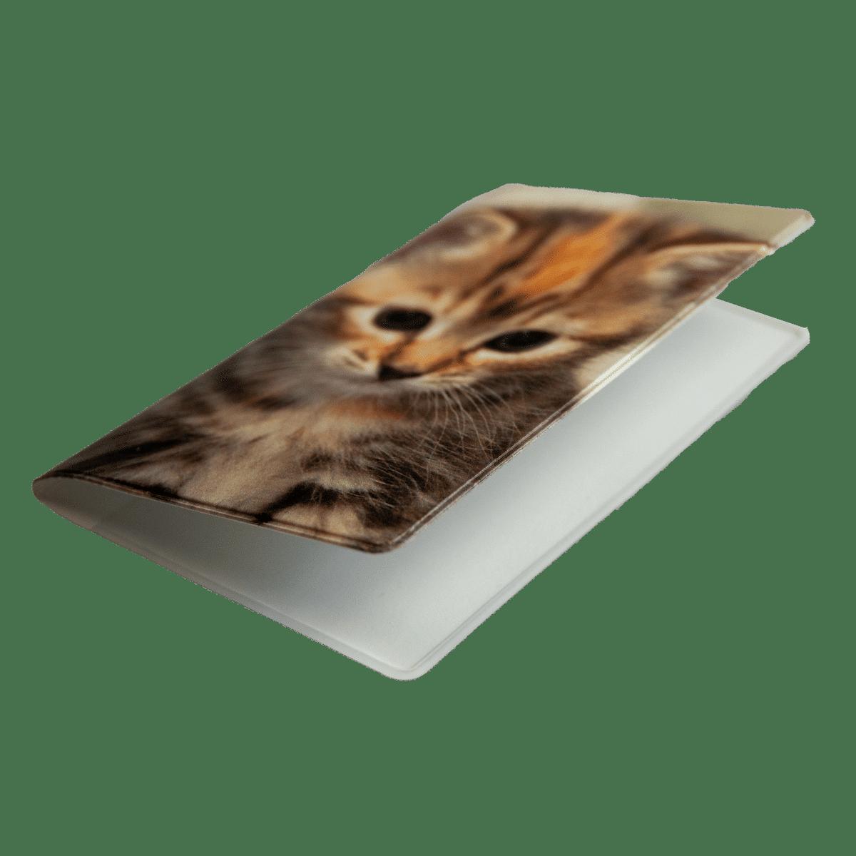 Plånka med kattunge håller reda på dina kort