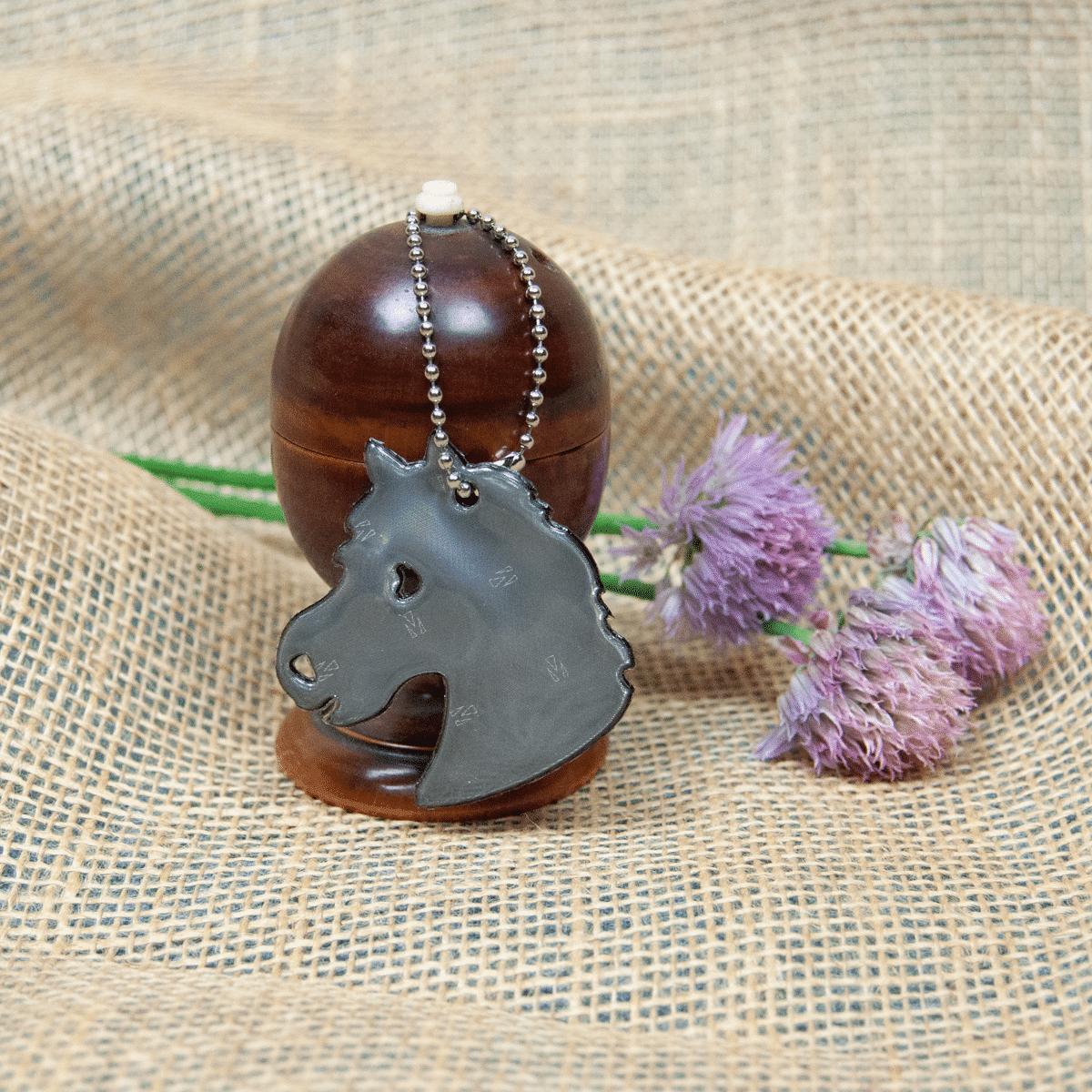 Present till hästälskaren- reflex med hästhuvud