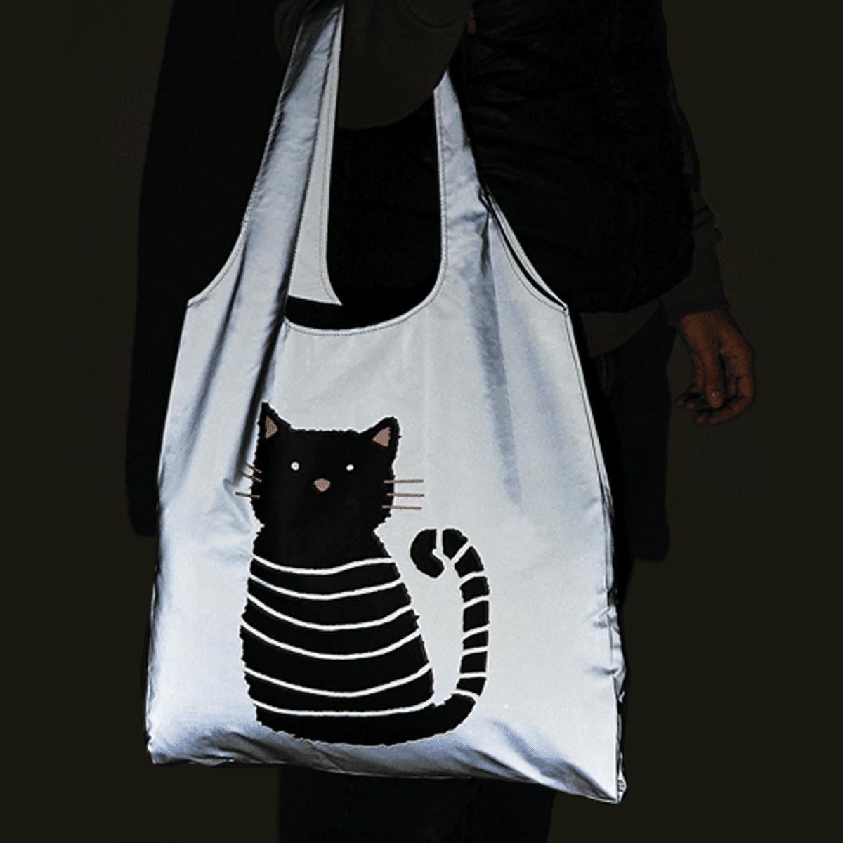 Shoppingkasse med katt och reflex