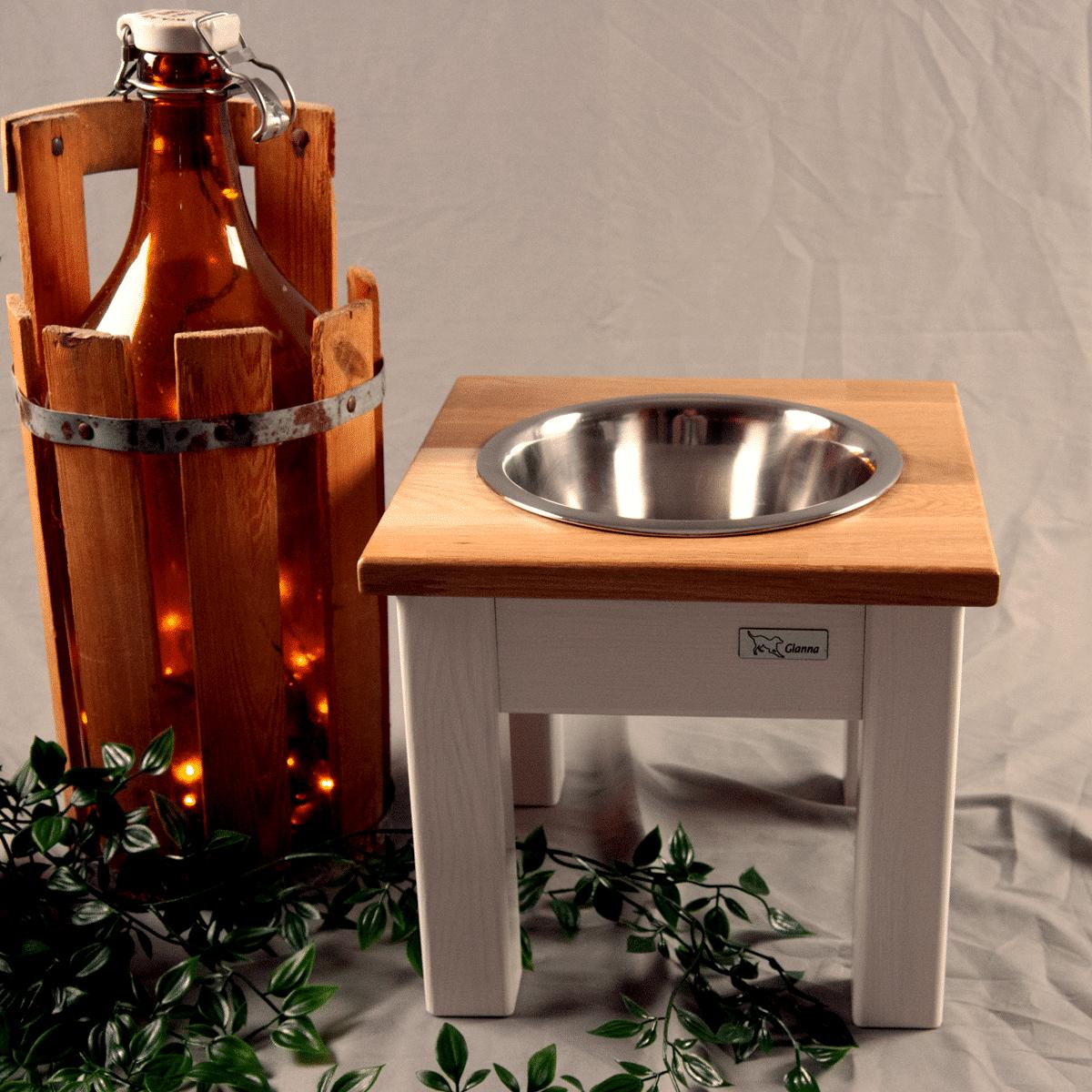 Elegant matbar i trä till hunden - en skål